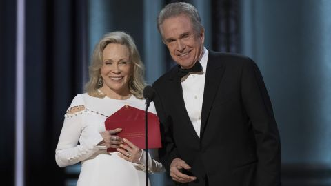 """Faye Dunaway, left, and Warren Beatty present the award for best picture, but the exterior on the envelope reads """"Actress in a Leading Role."""""""