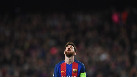 Lionel Messi looks skyward during Barca's match with PSG.