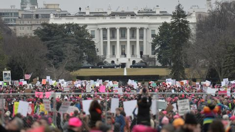 TOPSHOT - Demonstrators protest  near the White House in Washington, DC, for the Women's March on January 21, 2017.Hundreds of thousands of protesters spearheaded by women's rights groups demonstrated across the US to send a defiant message to US President Donald Trump. / AFP / Andrew CABALLERO-REYNOLDS        (Photo credit should read ANDREW CABALLERO-REYNOLDS/AFP/Getty Images)