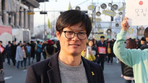 """Jang Song-hoi, 38, was gathering signatures to start a new political party representing the youth of South Korea. """"We want the youth to be able to make the world they want,"""" he said."""