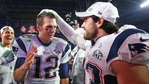 Nate Ebner (R) congratulates Tom Brady after the New England Patriots' 2015 Super Bowl win.