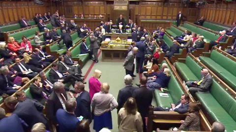 uk parliament stops gunshots sfc mobile orig_00000116.jpg