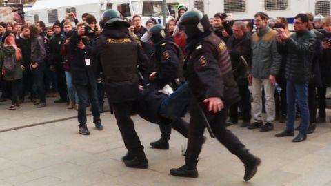 Russia protests Putin anti-corruption Pleitgen pkg_00001919.jpg