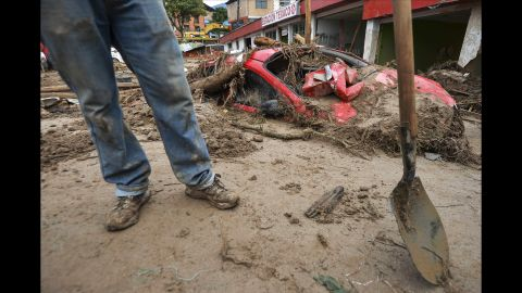 A man pauses from digging in the sludge in Mocoa.