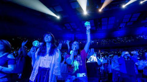 Fans at SHINee's Dallas show