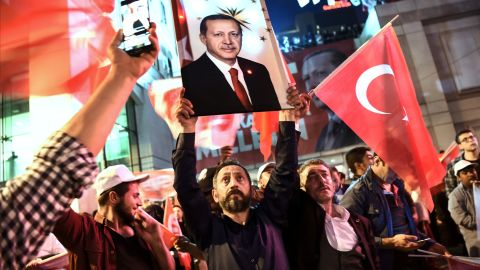 """A supporter of the """"yes"""" brandishes a picture of Turkish president Recep Tayyip Erdogan."""