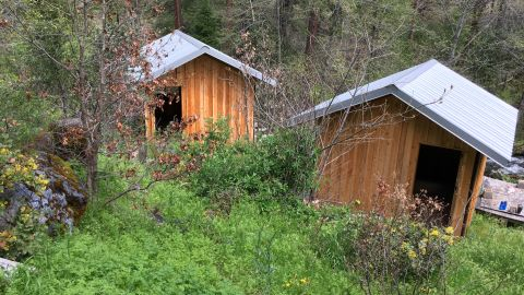 Cummins and Elizabeth stayed in one of these cabins in Cecilville, California, this week, the property's caretaker told CNN affiliate KOBI.