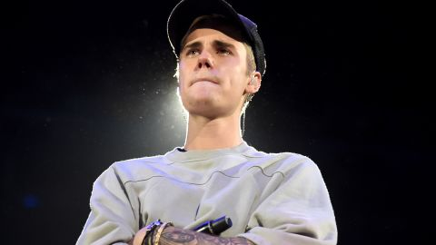 LOS ANGELES, CA - NOVEMBER 13:  Singer/songwriter Justin Bieber performs onstage during An Evening With Justin Bieber at Staples Center on November 13, 2015 in Los Angeles, California.  (Photo by Jason Merritt/Getty Images for Universal Music)