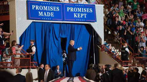 US President Donald Trump (C) gestures to supporters after addressing a 'Make America Great Again' rally in Harrisburg, PA, April 29, 2017, marking his 100th day in office. / AFP PHOTO / JIM WATSON        (Photo credit should read JIM WATSON/AFP/Getty Images)