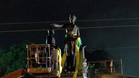 Workers prepare to remove the statue of Jefferson Davis.