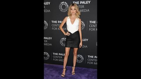 """""""Modern Family"""" star Sarah Hyland posted a note on social media to refute speculation she has an eating disorder. The actress said she's been having a health challenge and lost muscle tone as she's been unable to work out."""