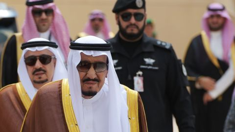 Saudi Arabia's King Salman bin Abdulaziz al-Saud walks across the tarmac to greet US President Donald Trump at King Khalid International Airport in Riyadh on May 20, 2017. / AFP PHOTO / MANDEL NGAN        (Photo credit should read MANDEL NGAN/AFP/Getty Images)