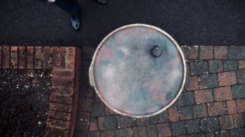 beyond reasonable doubt hln lady in a barrel_00000812.jpg