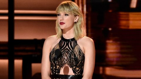 NASHVILLE, TN - NOVEMBER 02:  Taylor Swift speaks onstage at the 50th annual CMA Awards at the Bridgestone Arena on November 2, 2016 in Nashville, Tennessee.  (Photo by Gustavo Caballero/Getty Images)