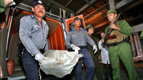 Cuban police officers and Coast guards unload 25 sacks of marijuana on February 22, 2005 in Las Tunas, Eastern Cuba.