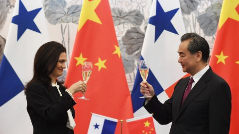 Panama's Foreign Minister Isabel de Saint Malo and Chinese Foreign Minister Wang Yi drink a toast after signing a joint communique on establishing diplomatic relations during a press briefing on June 13, 2017.