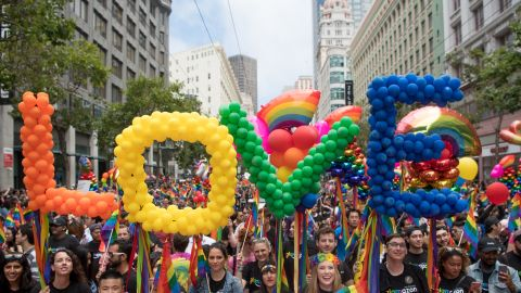 People participate in the San Francisco Pride parade in San Francisco, California on June 25, 2017. / AFP PHOTO / Josh Edelson        (Photo credit should read JOSH EDELSON/AFP/Getty Images)