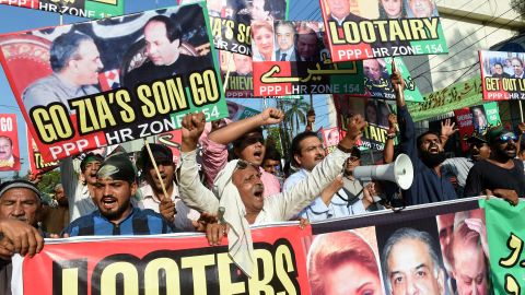 Supporters of the Pakistan Peoples Party protest earlier this week against Sharif in Lahore.