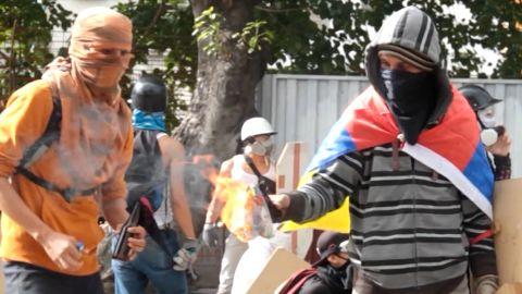 Venezuela caught in chaos newton dnt_00000000.jpg