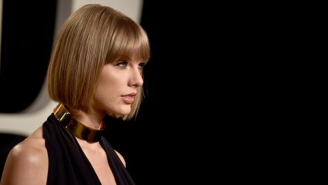 Taylor Swift attends the 2016 Vanity Fair Oscar Party hosted By Graydon Carter at Wallis Annenberg Center for the Performing Arts on February 28, 2016 in Beverly Hills, California.  (Photo by Alberto E. Rodriguez/WireImage)