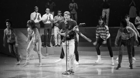 """Campbell rehearses with The Wellingtons and dancers from the TV show """"Shindig!"""" in 1965."""