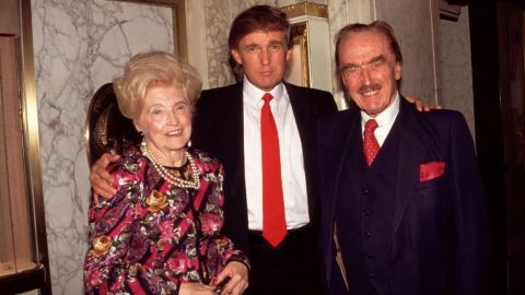 HXNA87 Donald Trump with his parents Mary and Fred Trump 1994  © RTalensick / MediaPunch