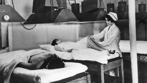 """The Kellogg's Battle Creek Sanitarium urged """"wellness"""" through controlled diets and therapies such as artificial sunlight treatment, shown around 1924."""