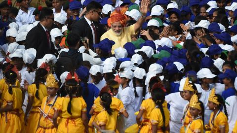 Indian Prime Minister Narendra Modi is surrounded by schoolchildren.