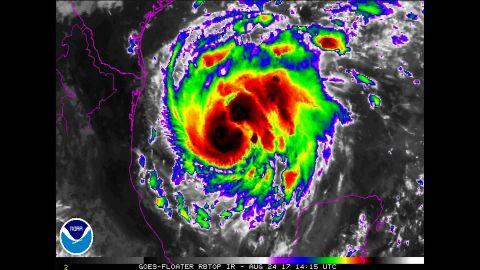 cnnee brk tormenta tropical harvey se convierte en huracán en el golfo de méxico_00005826.jpg