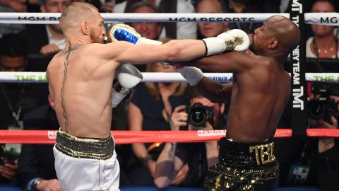 The two fighters trade punches in the middle of the fight.