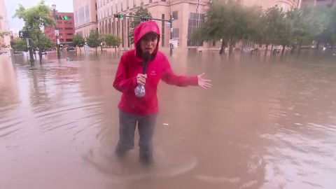 rosa flores houston downtown under water sot nr_00000730.jpg