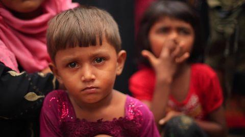 rohingyas flee myanmar stout pkg_00001522.jpg