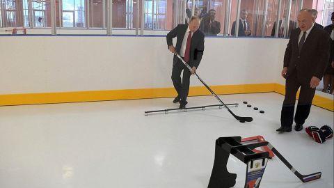 Putin visits new hockey school in Yaroslavl.
