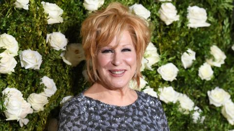 Bette Midler attends the 2017 Tony Awards - Red Carpet at Radio City Music Hall on June 11, 2017, in New York City.  AFP PHOTO / ANGELA WEISS /Getty Images