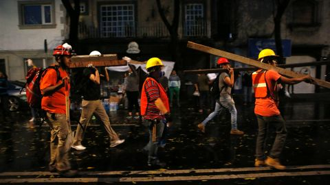Men carry beams of wood to offer help in Mexico City's Roma neighborhood on September 20.