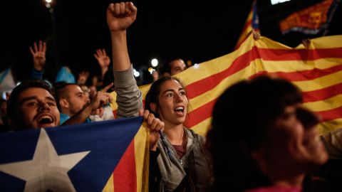 """Independence supporters gather in Barcelona after Catalonia's separatist government <a href=""""http://www.cnn.com/2017/09/27/europe/catalan-referendum-explained/index.html"""">held a referendum</a> to decide if the region should split from Spain on Sunday, October 1."""