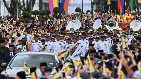 The royal band marches ahead of the Sultan's golden chariot.
