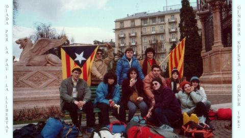 Puigdemont, front left, sits with students in Geneva during an international conference in 1982.
