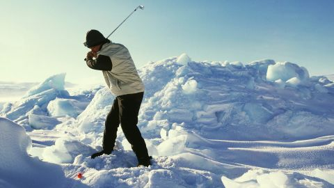 Set 600 kilometers (370 miles) north of the Arctic Circle, players have to cope with freezing glaciers and huge icebergs. It gives a whole new meaning to 'finding the rough.'