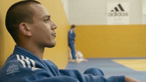 """Three years ago the eyesight of one of Britain's top judo talents was """"perfect."""" Then he discovered he'd developed a rare condition called Keratoconus, which affects the cornea of the eye, impairing the ability to focus properly. His symptoms were mild at first but got progressively worse. """"Judo means everything to me. It has brought me back from somewhere where I had nowhere to turn,"""" says<a href=""""https://edition.cnn.com/2017/10/30/sport/judo-brothers-elliot-stewart-max-stewart/index.html""""> Stewart,</a> who now wants to compete in the visually impaired -90kg weight category at the Tokyo 2020 Paralympics."""