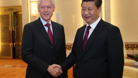 Xi meets with former US President Bill Clinton in Beijing in 2013.