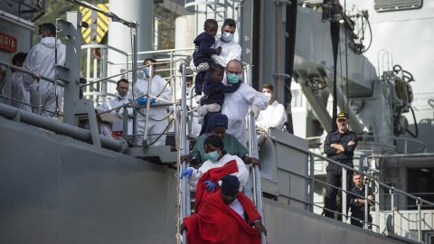 SALERNO, ITALY - NOVEMBER 05: Rescued migrants disembark from the Spanish navy ship 'Cantabria' on November 5, 2017 in Salerno, Italy. The Spanish ship rescued around 400 migrants two days ago in the Mediterranean Sea, those onboard included 259 men and 116 women, of which 9 pregnant and 26 were dead. (Photo by Antonio Masiello/Getty Images)