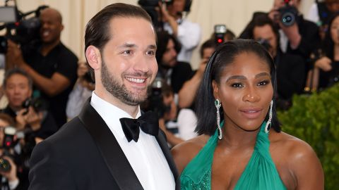 """NEW YORK, NY - MAY 01: Alexis Ohanian (L) and Serena Williams attend the """"Rei Kawakubo/Comme des Garcons: Art Of The In-Between"""" Costume Institute Gala at Metropolitan Museum of Art on May 1, 2017 in New York City.  (Photo by Dimitrios Kambouris/Getty Images)"""