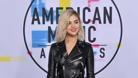 LOS ANGELES, CA - NOVEMBER 19:  Selena Gomez attends the 2017 American Music Awards at Microsoft Theater on November 19, 2017 in Los Angeles, California.  (Photo by Neilson Barnard/Getty Images)