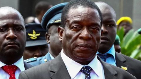 emmerson mnangagwa robert mugabe zimbabwe pkg curnow cnni_00003505.jpg