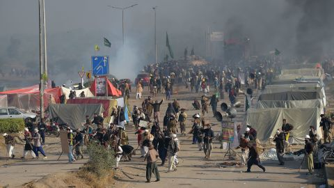 Smoke rises from a blocked flyover as protesters from the Tehreek-i-Labaik Yah Rasool Allah Pakistan (TLYRAP) religious group clash with police in Islamabad on November 25, 2017.