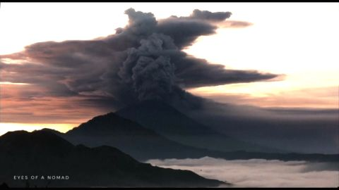 EDIT 7104    ADVISORY *FLASH*7104-INDONESIA-VOLCANO/TIMELAPSE-UGC  Bali volcano erupts second time in less than a week    Start: 26 Nov 2017 05:45 GMT    End: 26 Nov 2017 05:46 GMT    BALI, INDONESIA - Bali volcano erupts second time in less than a week.    Restrictions: PART MUST ON SCREEN COURTESY EMILION KUZMA-FLOYD / @EYES_OF_A_NOMAD