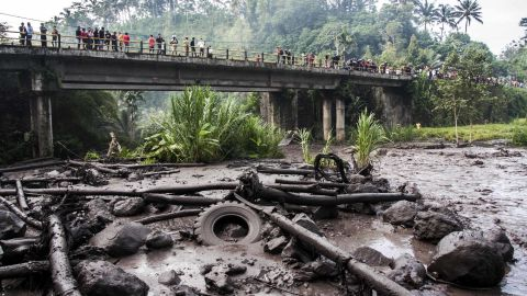 People gather to look at ash and debris from the eruption on the river Yeh Sah on November 27,  in Bali, Indonesia.