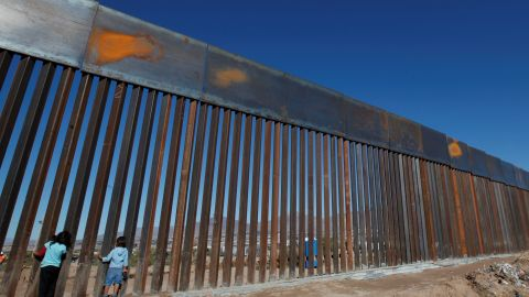 Children play at a newly built section of the U.S.-Mexico border wall at Sunland Park, U.S. opposite the Mexican border city of Ciudad Juarez, Mexico November 18, 2016. Picture taken from the Mexico side of the U.S.-Mexico border. Picture taken November 18, 2016. REUTERS/Jose Luis Gonzalez - RC1262C82C30