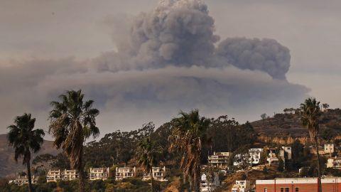 A cloud of smoke overshadows downtown Ventura, California, on December 10.
